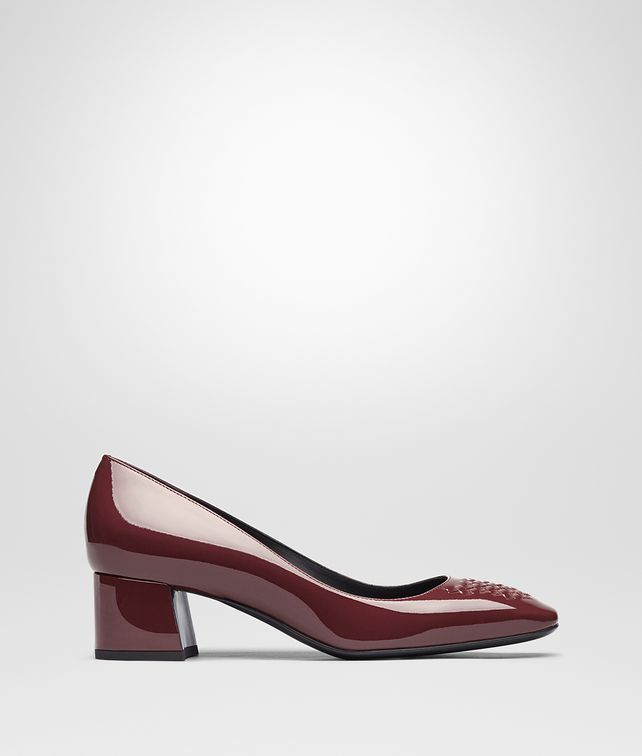 BOTTEGA VENETA CHERBOURG PUMPS IN BAROLO PATENT CALF, INTRECCIATO DETAILS Pump or Sandal D fp