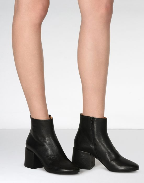 f84ad88a308 MM6 MAISON MARGIELA Leather ankle boots with chunky heels Ankle boots       pickupInStoreShipping info