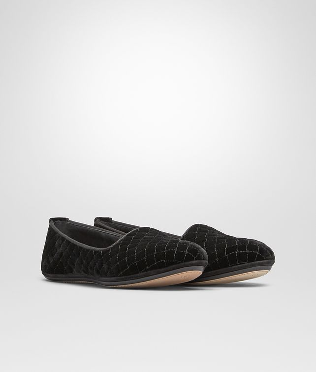 BOTTEGA VENETA GONDOLIERA SLIPPER IN NERO EMBROIDERED VELVET, INTRECCIATO DETAILS Flat D fp