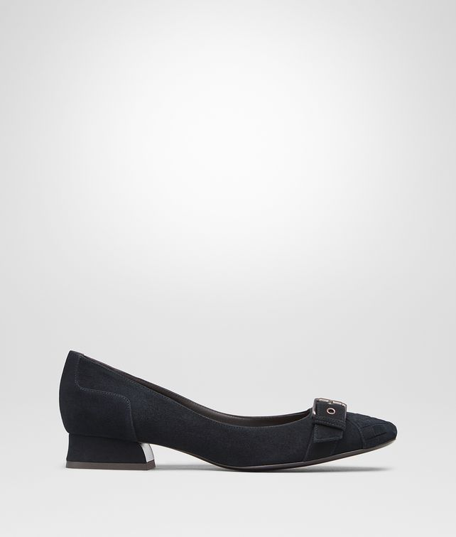 BOTTEGA VENETA CHERBOURG PUMPS IN DARK NAVY PATENT CALF, INTRECCIATO DETAILS Pump or Sandal D fp