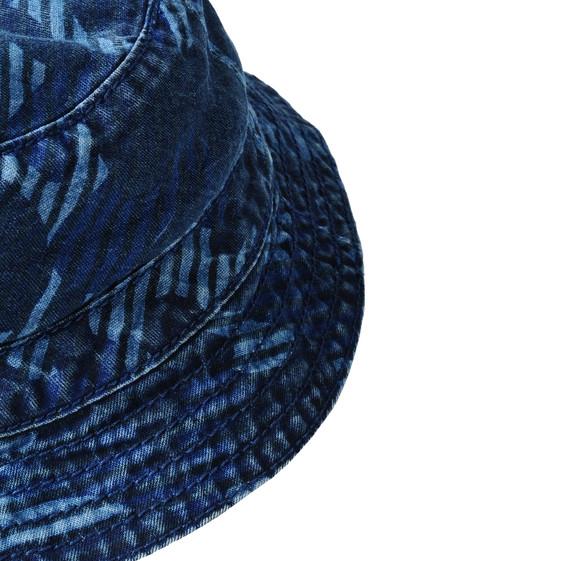 Blaue Mütze Dolores mit Camouflage-Print