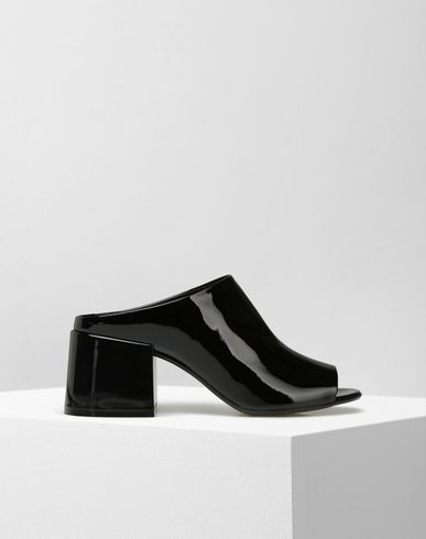 MM6 by MAISON MARGIELA Sandals D Patent leather sandals with open toe f