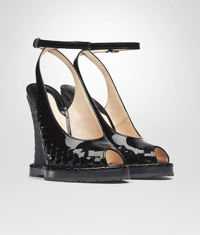 BOTTEGA VENETA WEDGE IN NERO INTRECCIATO PATENT CALF Pump or Sandal Woman fp