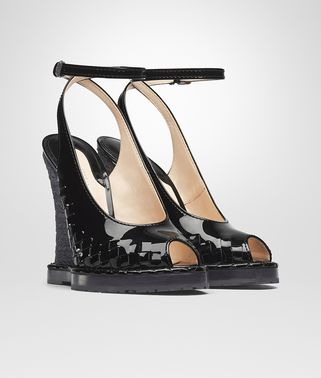 WEDGE IN NERO INTRECCIATO PATENT CALF