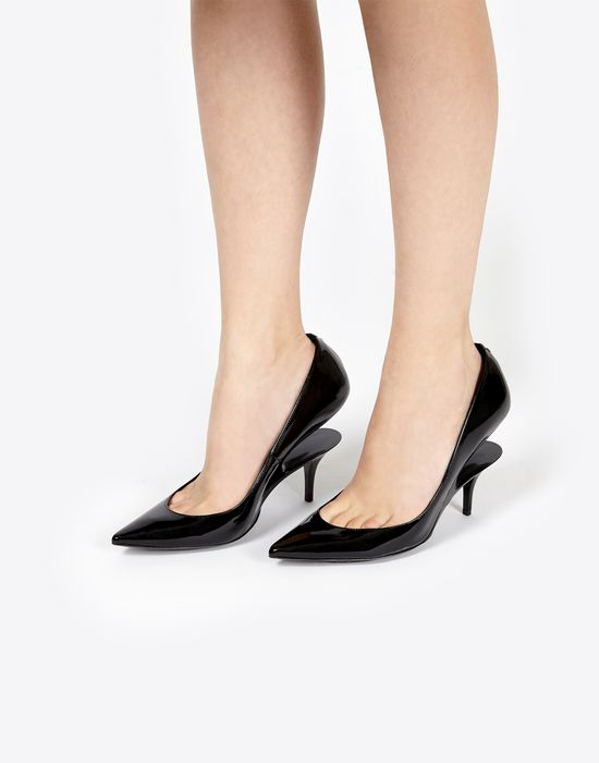 MAISON MARGIELA Black patent pumps with a cutout heel Closed-toe slip-ons   7d7a2aa60