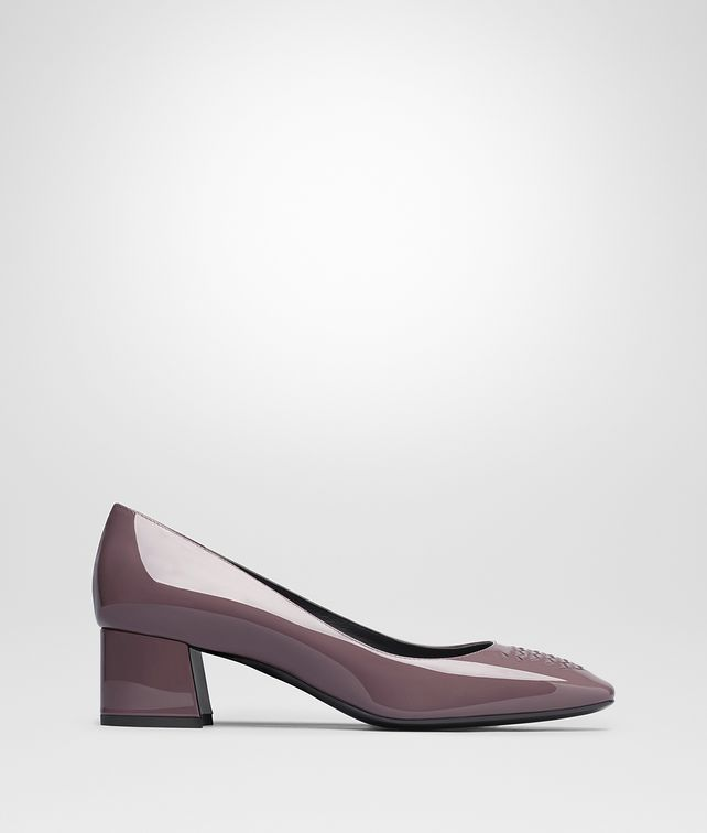 BOTTEGA VENETA CHERBOURG PUMP IN GLICINE PATENT CALF, INTRECCIATO DETAILS Pump or Sandal D fp
