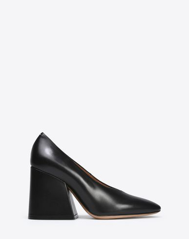 MAISON MARGIELA V-neck calfskin pumps Closed-toe slip-ons D f