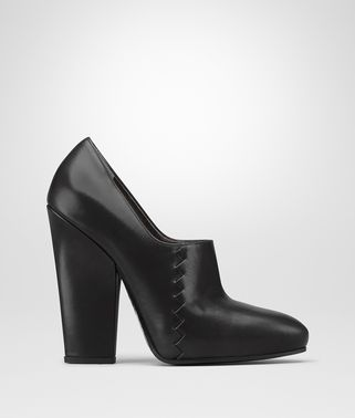PUMPS AUS KALBSLEDER IN NERO