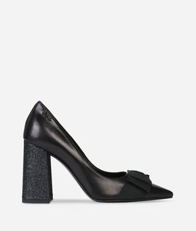KARL LAGERFELD STACKED HEEL BOW FRONT PUMP