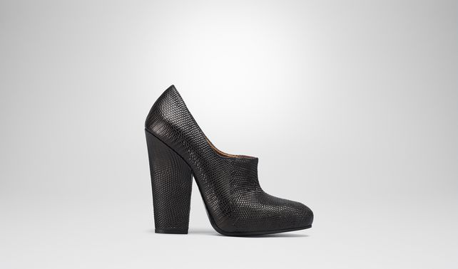 PUMPS AUS EIDECHSENLEDER IN NERO