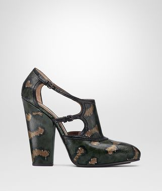 PUMPS AUS KARUNGLEDER IN MOSS