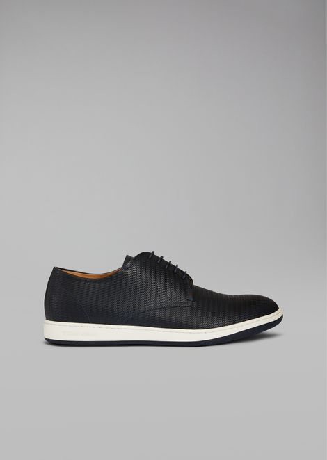 Lace-ups in woven leather