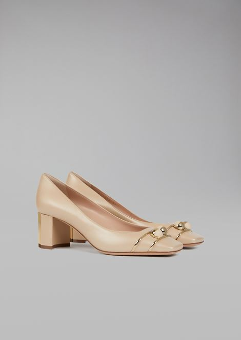 Leather court shoe with square toe