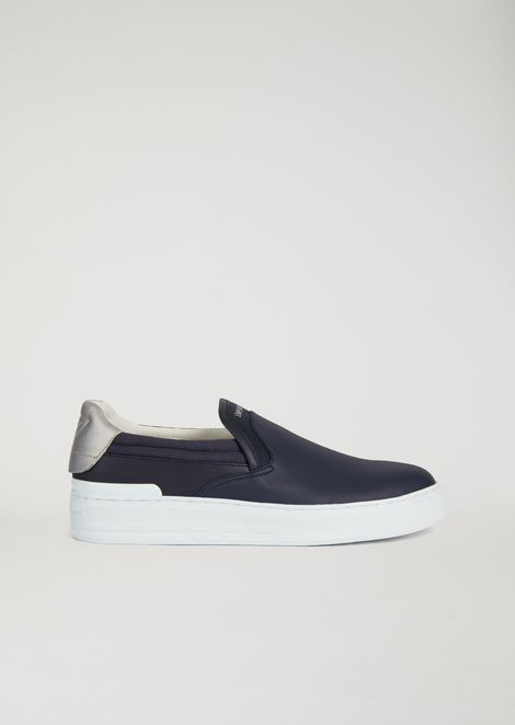 Slip-on with logo heel tab detail