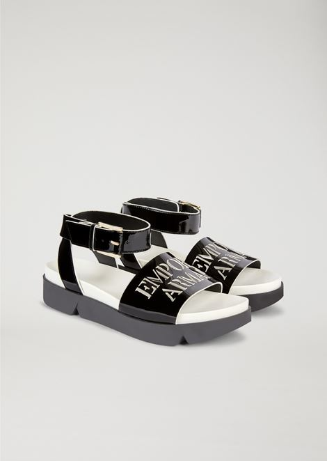 Patent leather sandal with logo