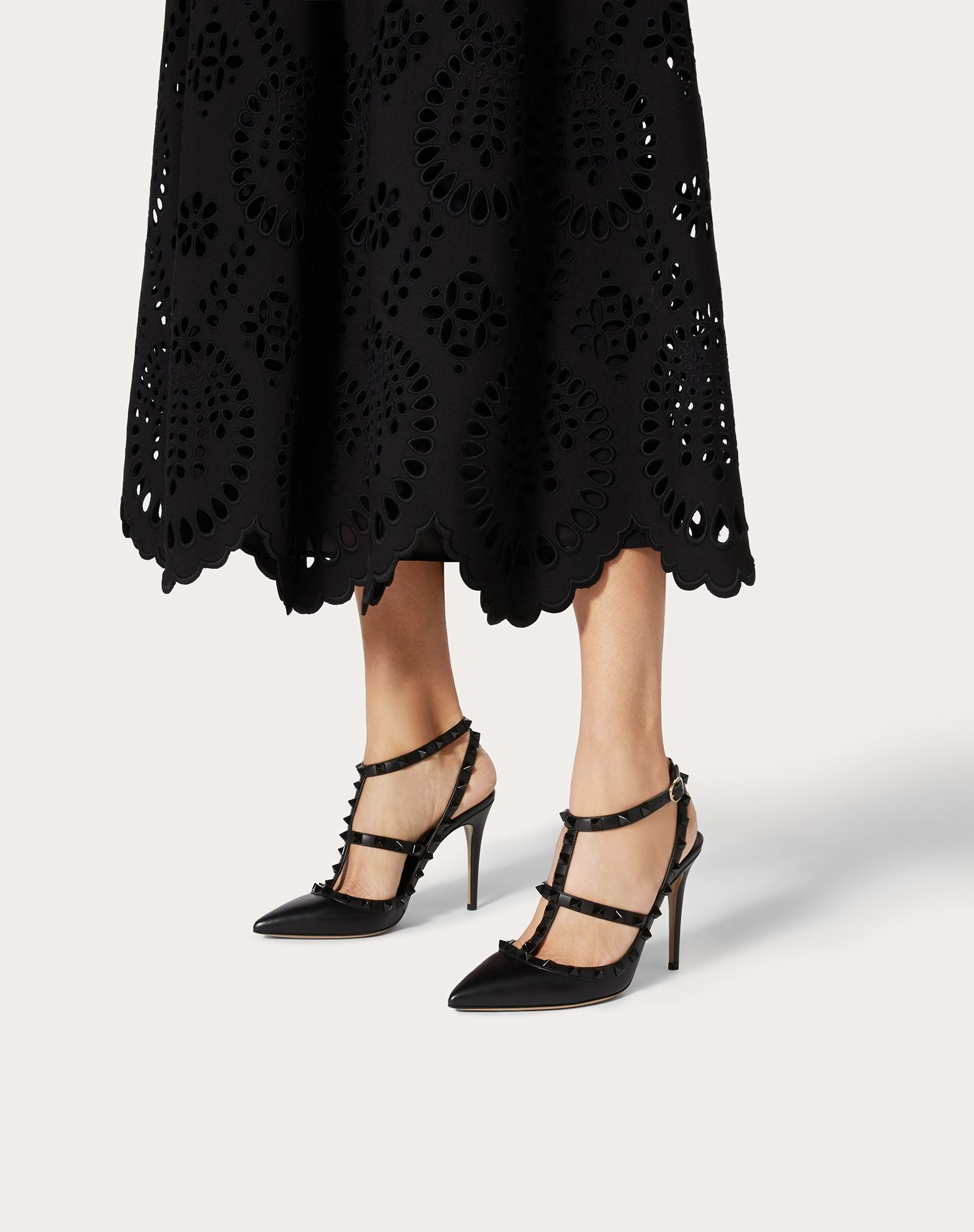 VALENTINO GARAVANI Rockstud Court HIGH HEEL PUMPS D b