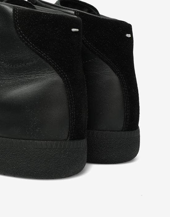 MAISON MARGIELA エンボスド ハイトップ 'Replica' スニーカー スニーカー [*** pickupInStoreShippingNotGuaranteed_info ***] b