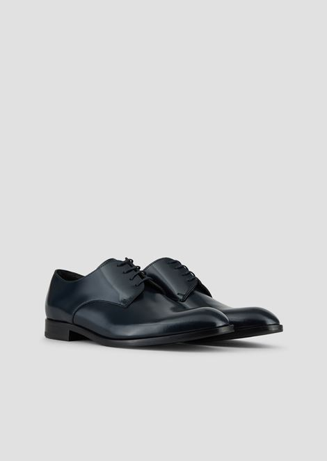 Lace-up derby in abraded leather with a rubber sole
