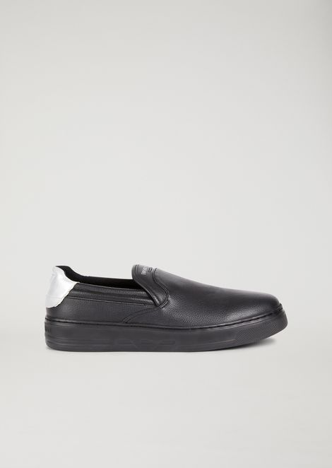 Hammered slip-on with logo detail on the heel