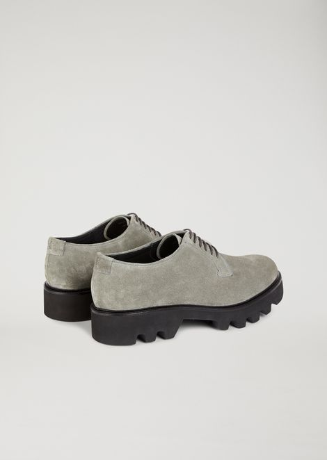 Derby in suede leather with lug sole