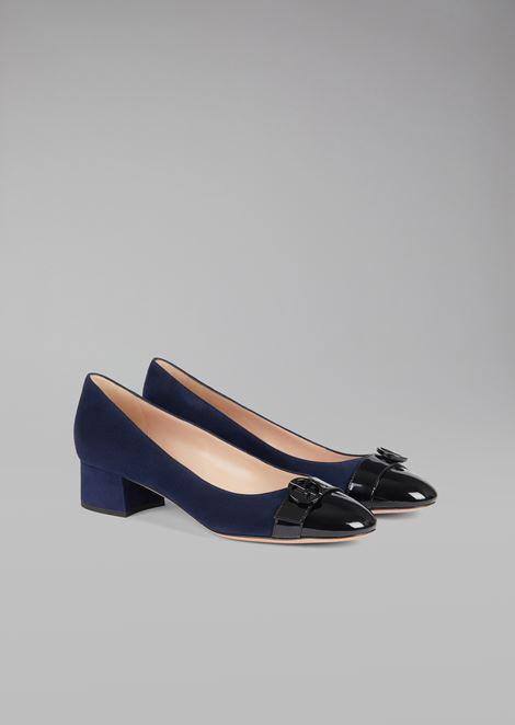 Zapatos de salón de piel de ante con puntera de charol y logotipo
