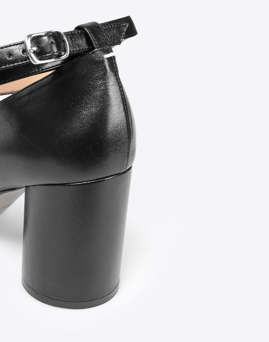 MAISON MARGIELA Black leather strapped Tabi heels Closed-toe slip-ons [*** pickupInStoreShipping_info ***] a