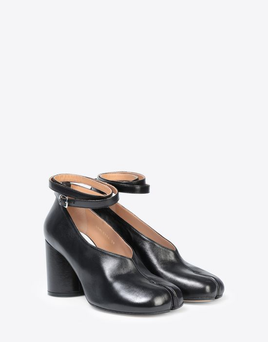 MAISON MARGIELA Black leather strapped Tabi heels Closed-toe slip-ons [*** pickupInStoreShipping_info ***] r