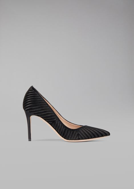 Velvet court shoe with exclusive plissé design