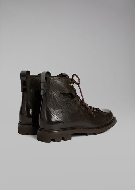 Hiking boots in grained leather with toe in smooth leather