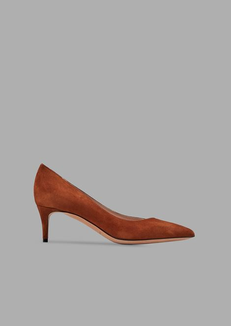 Suede court shoes with asymmetric top line