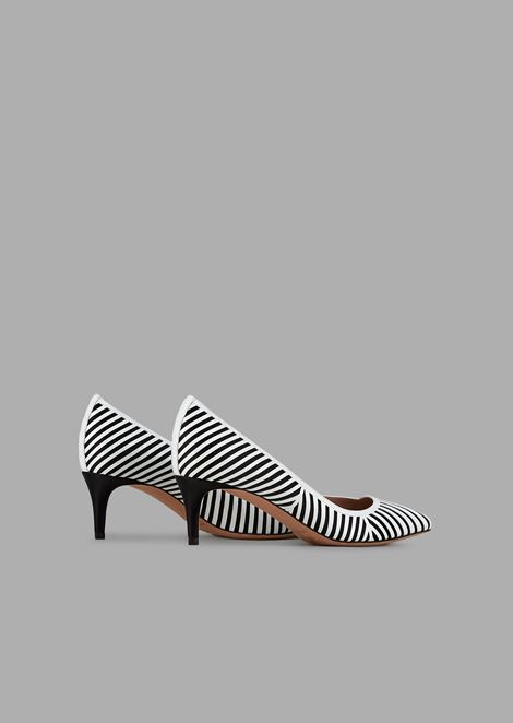Pumps with satin background and leather chevron design