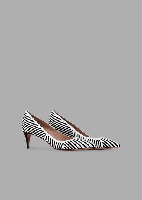 Court shoes with satin background and leather chevron design