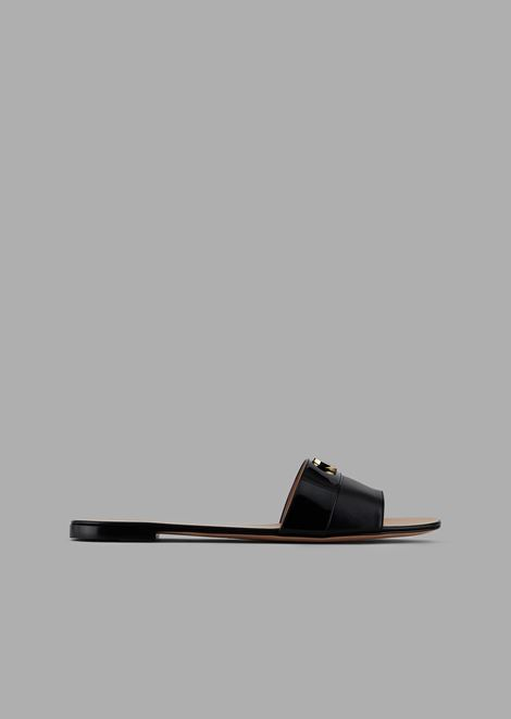 Ultra-flat sandals with leather strap, patent leather band and logo detail