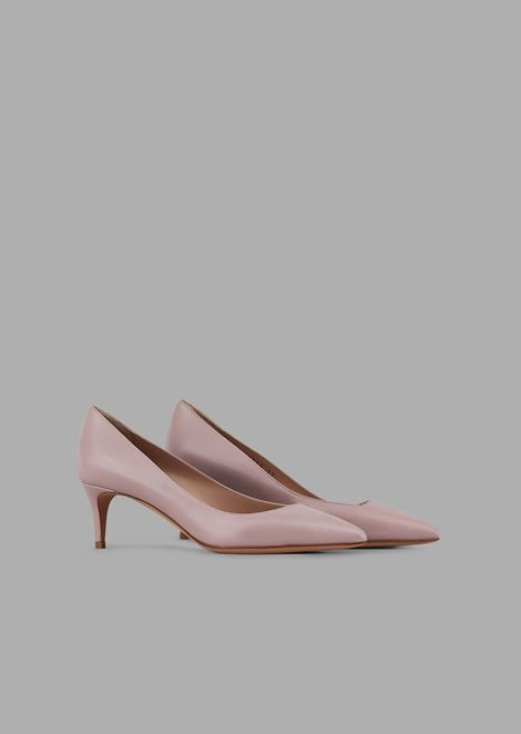 Leather pumps with asymmetric top line