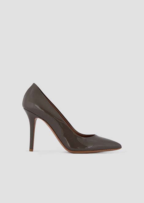 Patent leather pumps with stiletto heel