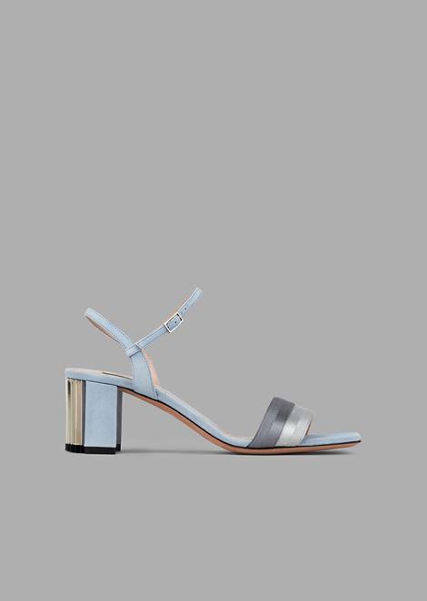 Sandalia de ante con cinta y tacón plisados