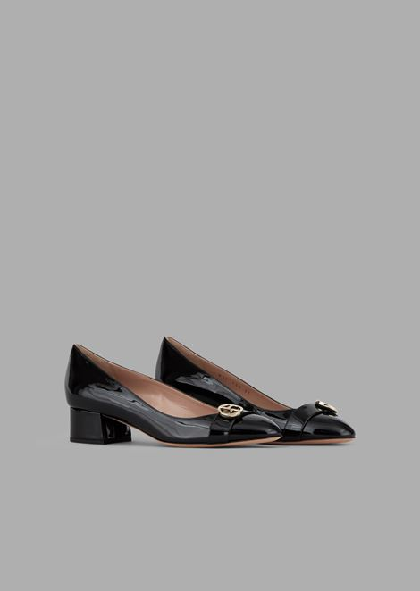 Patent leather pumps with strap and logo detail