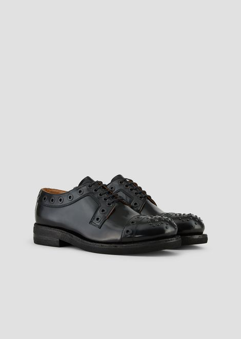 Zapatos derby de piel desgastada con ojales y tachuelas decorativas