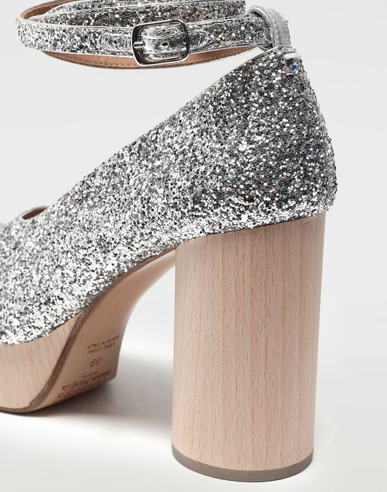 MAISON MARGIELA Tabi glitter leather strap sandals Closed-toe slip-ons [*** pickupInStoreShipping_info ***] a