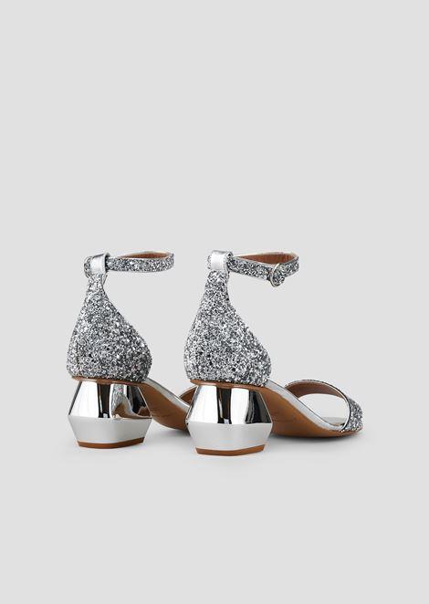Босоножки из кожи наппа cблестками, ремешком вокруг щиколотки ихромированным шестигранным каблуком