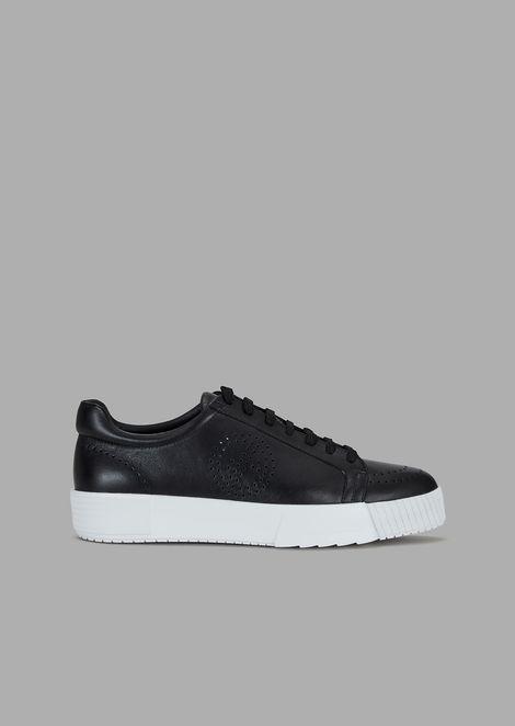 Sneakers in pelle con logo traforato