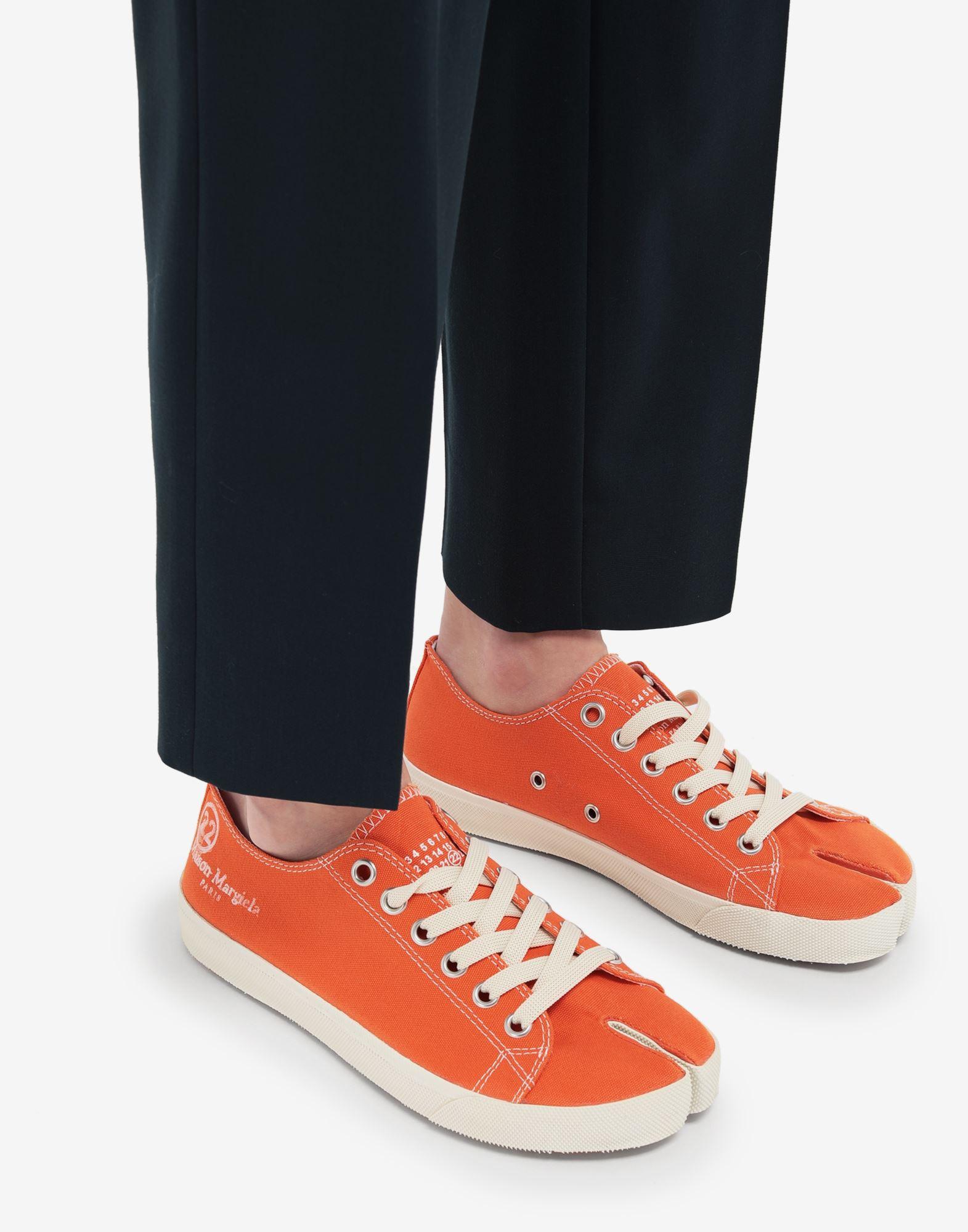 MAISON MARGIELA Низкие кроссовки Tabi из парусины Sneakers Tabi Для Женщин b