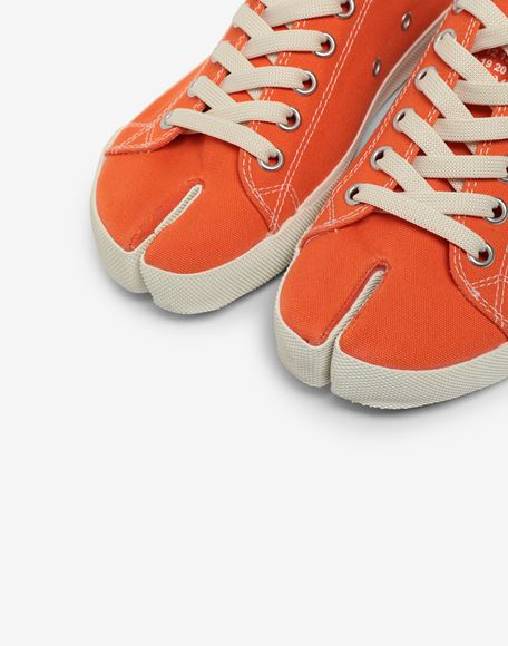 MAISON MARGIELA Низкие кроссовки Tabi из парусины Sneakers Tabi Для Женщин a
