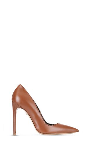 Pointed-toe court shoe