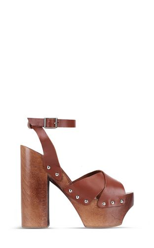 Leather sandals with platform