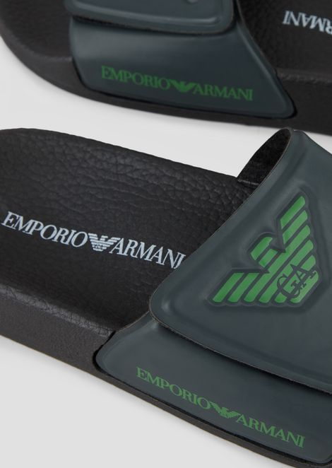 Rubber sliders with logo detail