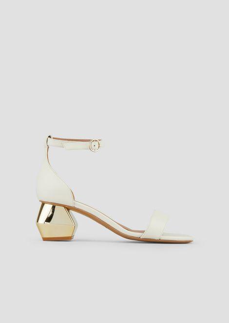 Sandali in nappa con cinturino alla caviglia e tacco esagonale cromato