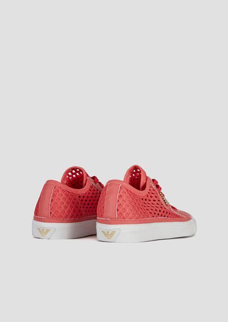 Sneakers aus gewebtem und perforiertem Stoff
