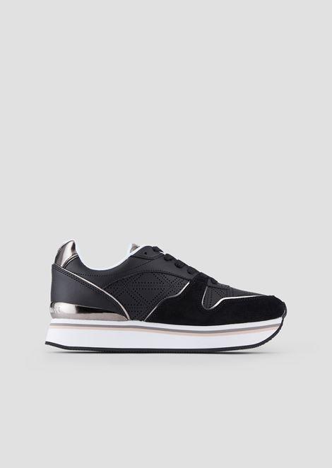 Sneakers a suola alta in suede con dettagli metal