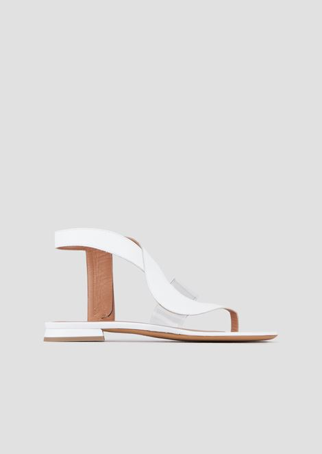 皮革和乙烯基平皮带凉鞋